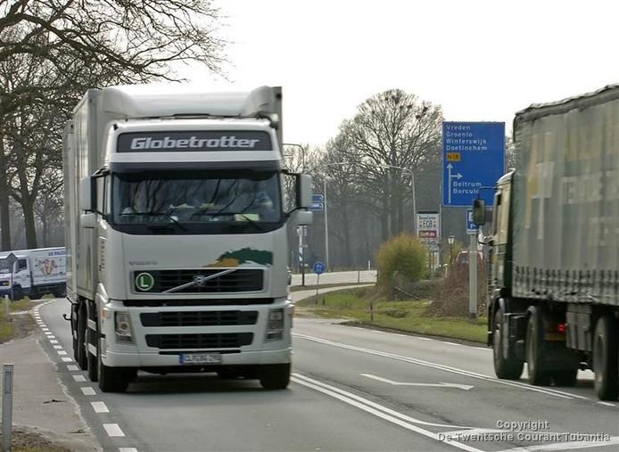 Vrachtverkeer op de Twenteroute N18. Foto Wouter Borre