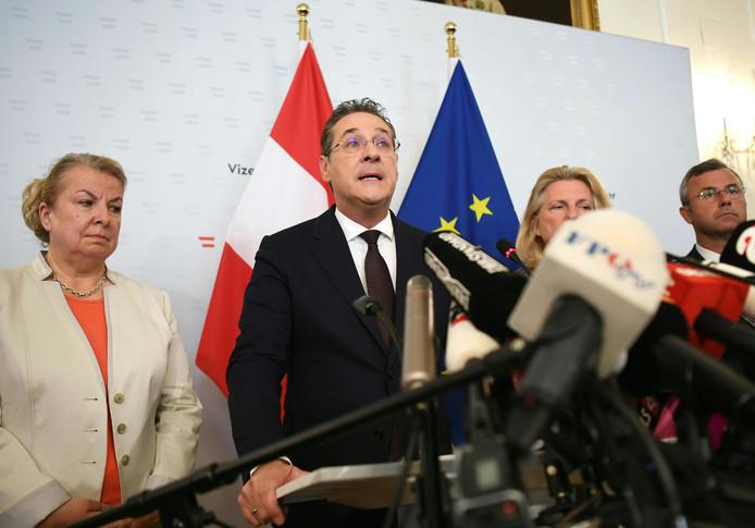 Heinz-Christian Strache tijdens een persconferentie.