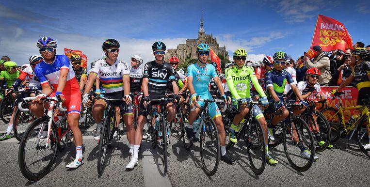 Voor de start van de etappe vanuit Mont-Saint-Michel, tijdens de Tour de France van 2016. Beeld BELGA
