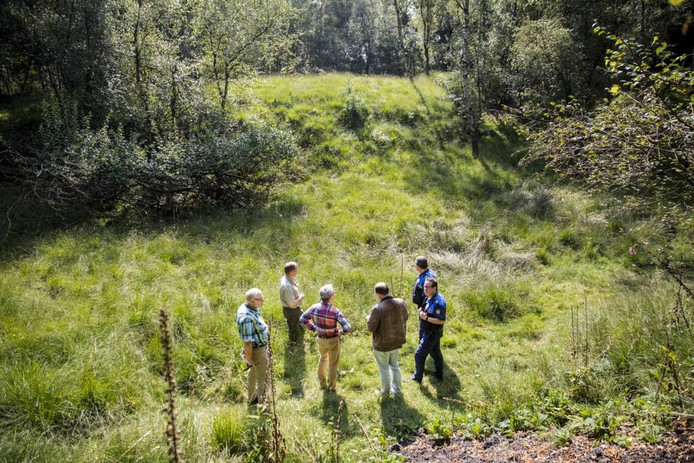 Gemeente en Geldersch Landschap & Kasteelen inspecteren het Stortgat Orderbos.