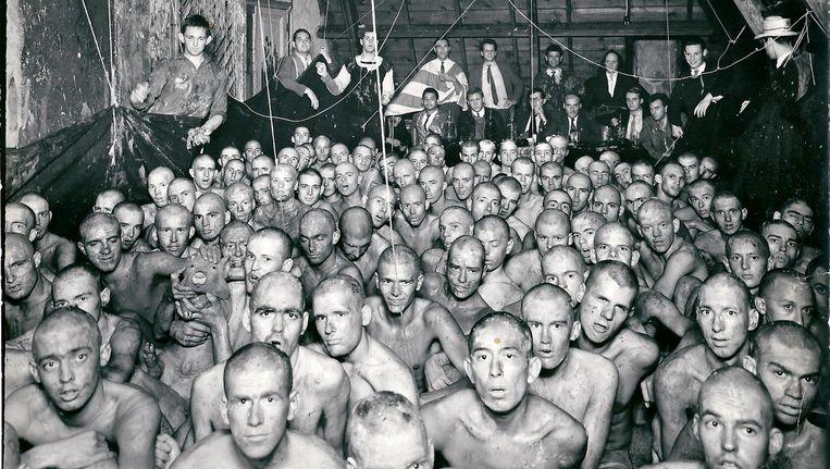 De ontgroening in 1962 bij het ASC. Linksonder het biggetje. Beeld VPRO