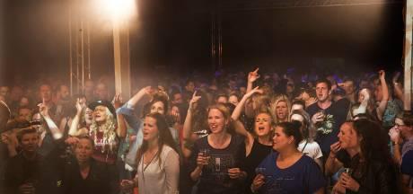 Dertigers gaan los op nostalgisch dancefeest Heel Holland Hakt in Toldijk