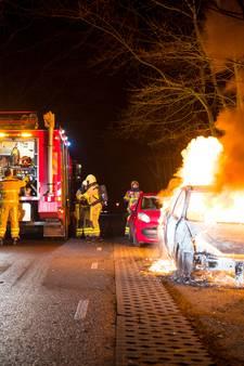 Auto brandt volledig uit bij Hattemerbroek
