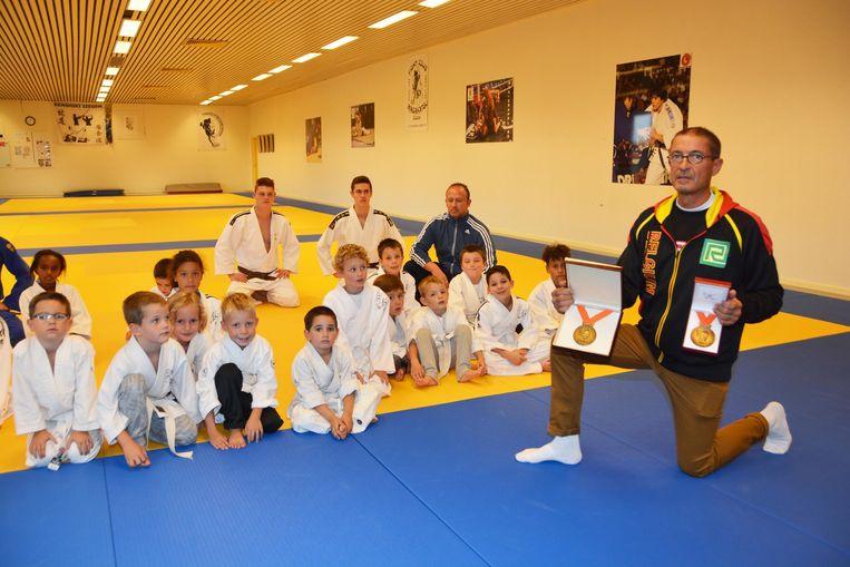Johan Lambrecht in de Izegemse judoclub, waar hij hoofdtrainer is.