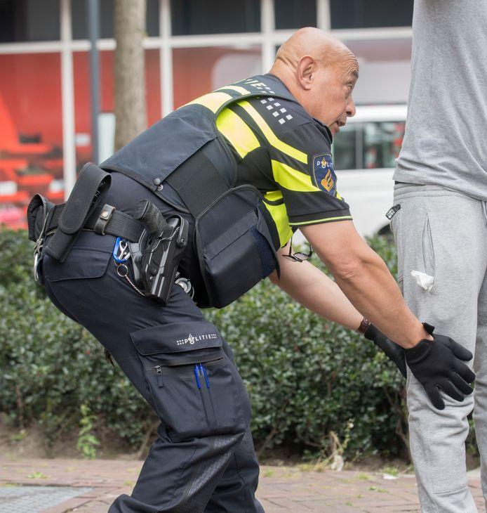 De burgemeester van Breda wil in de loop van dit jaar preventief fouilleren invoeren, de politiek is kritisch.