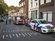 Auto in brand gestoken in Arnhem, eigenaar blust met tuinslang nadat alerte buurvrouw hem wekt