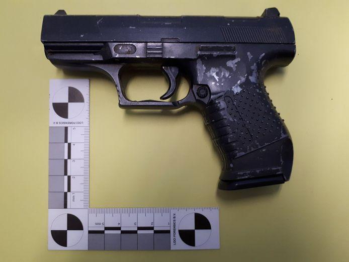 Het gevonden pistool.