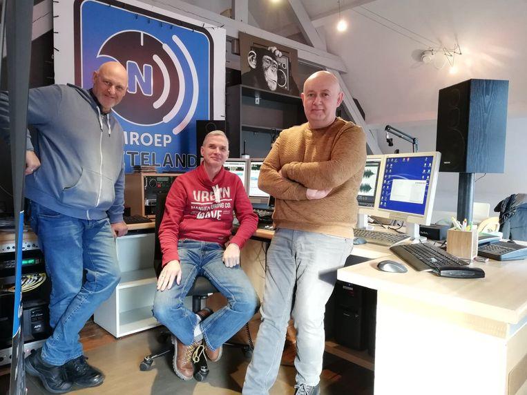 De medewerkers bij Omroep Neteland zijn volop op zoek naar nieuwe medewerkers, rechts op de foto staat Martin Lieckens.