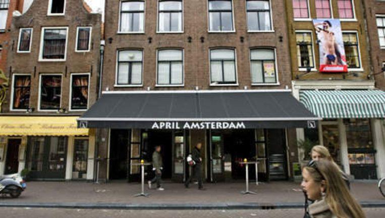 Café April Amsterdam, eigendom van Sjoerd Kooistra, is een van de cafés die wel gewoon open mag tijdens de Gay Pride. Foto ANP Beeld
