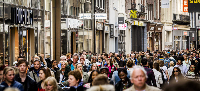 Drukte in de Kalverstraat (Amsterdam).