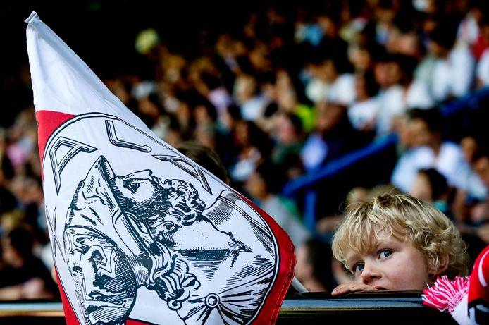Een jonge Ajax-fan in het uitvak van De Vijverberg tijdens de vorige kampioenswedstrijd van Ajax, in 2016.