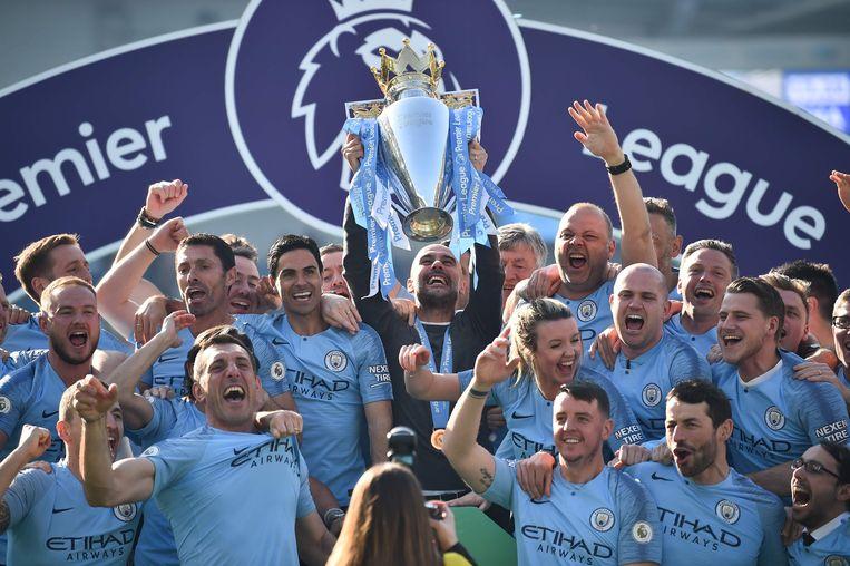 Sinds de overname in 2008 heeft de vice-premier van Abu Dhabi,  Mansour bin Zayed, zeker een miljard in de tweede club van Manchester gestoken Het leverde vier landskampioenschappen en twee FA Cups op, maar ook bonje met de Uefa. Beeld AFP