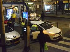 Auto stopt netjes voor voetganger op zebrapad maar wordt vanachter aangereden