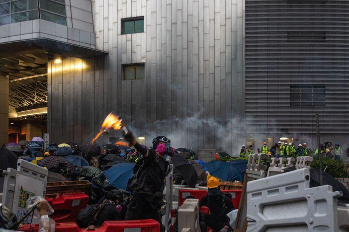Sommige protestanten zetten zelfs molotovcocktails in.