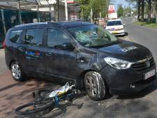 Fietser op auto geklapt op Fruitweg