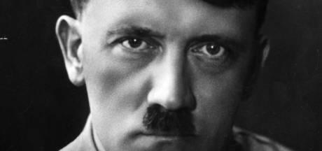 Telefoonboekje Hitler levert 37.000 euro op: 'Noem een slechterik en hij staat erin'