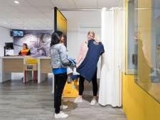 Online bestelde kleding passen? Dat kan in de DHL-paskamer