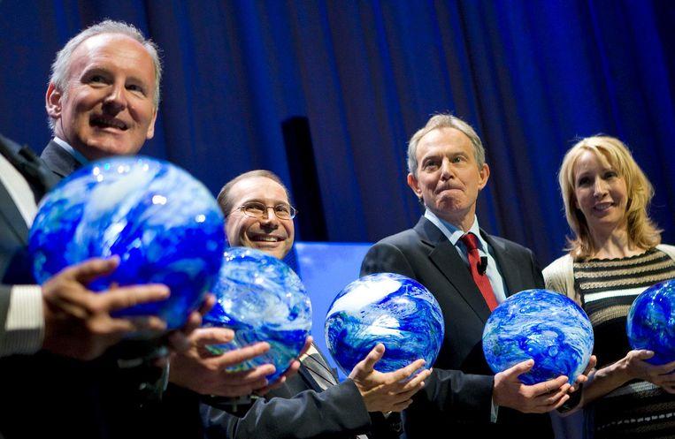 Met staatssecretaris Frans Timmermans, eSolar-oprichter Bill Gross en de voormalige Britse premier Tony Blair. Beeld ANP