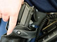 Groep met vuurwapens, bivakmutsen en enorm mes blijkt 'clipshoot' voor rapper