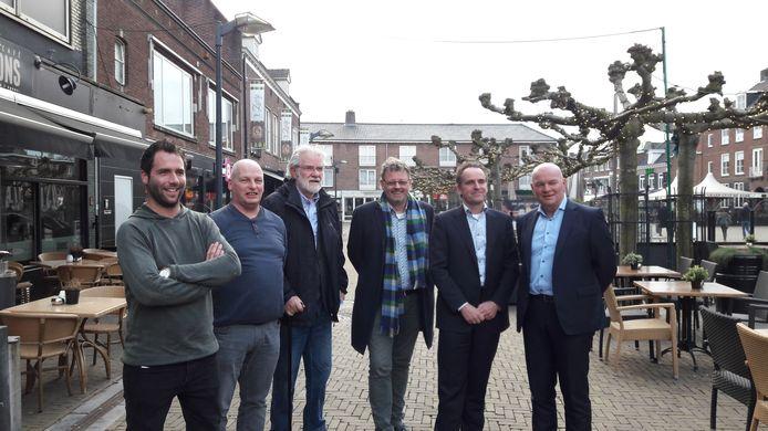 De initiatiefnemers voor het Binnenstadsbedrijf. Van links naar rechts Robbie Welling (Koninklijke Horeca Nederland), Chris Derksen (Ondernemersvereniging Doetinchem), Rob Voorhuis (Vereniging van VVastgoedeigenaren Doetinchem), wethouder Peter Drenth, Charles Droste (Amphion) en Jos Tiemessen (centrummanager).