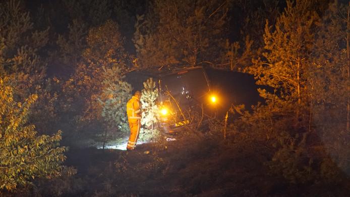 Het busje in de bosjes naast de A1.