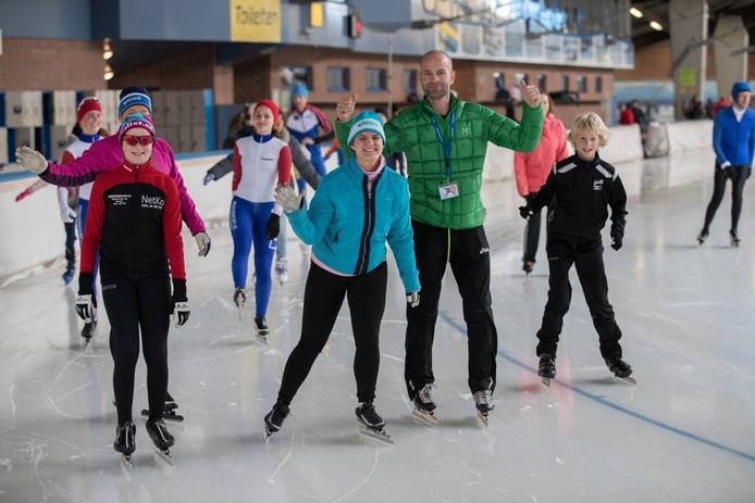 Erben Wennemars schaatst een eerste rondje tijdens het eerste openingsweekeinde van de Scheg.