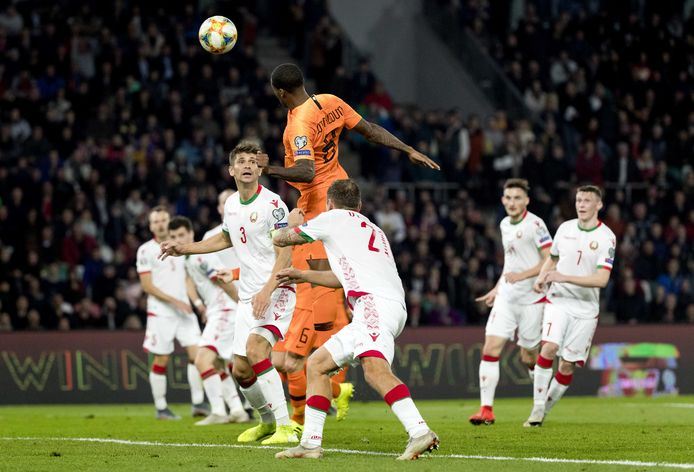 Georginio Wijnaldum zorgt voor opluchting bij Oranje, door de 0-1 binnen te koppen.
