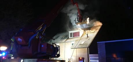 Bewoners tijdig uit woning bij zolderbrand in Apeldoorn