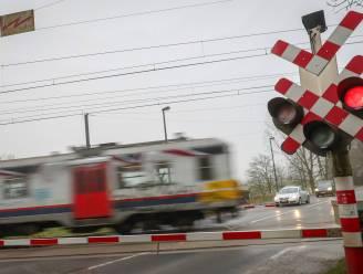 Spooroverweg Kromveldstraatje gaat niet helemaal dicht: fietsers en voetgangers kunnen nog een tijdje door