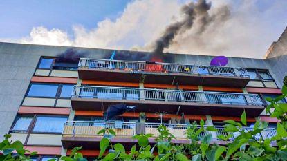 Dertigtal bewoners geëvacueerd bij felle appartementsbrand in Ruisbroek
