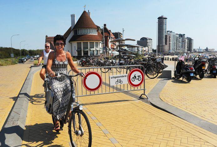 De boulevard van Vlissingen was voor het tweede achtereenvolgende weekeinde afgesloten voor auto's en motoren om te grote drukte te voorkomen.