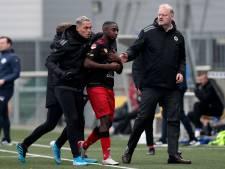Duel FC Den Bosch tijdelijk stilgelegd: Excelsior-speler beledigd na sinterklaasliedjes en kraaiengeluiden uit publiek