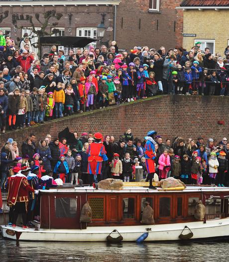 Burgemeester de pineut bij intocht Sinterklaas: parkeerbon van 99 euro