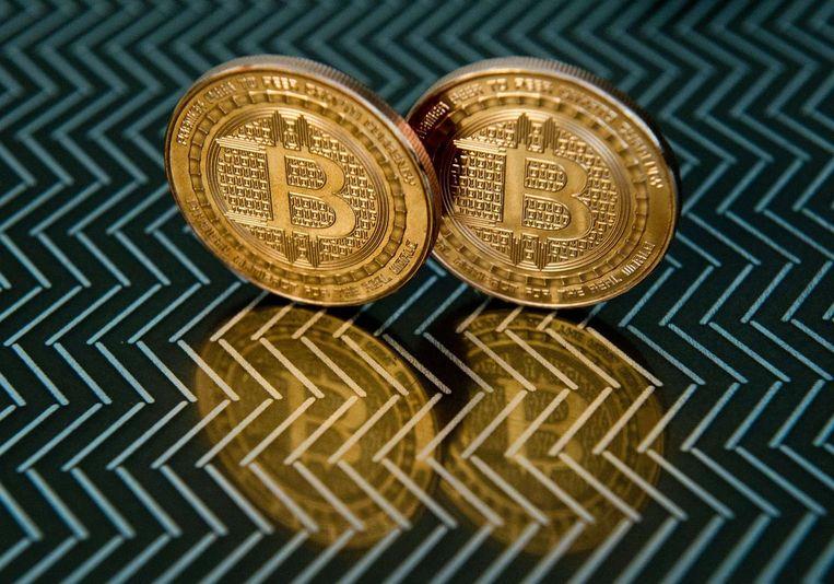 Munten met het bitcoinlogo. Beeld AFP
