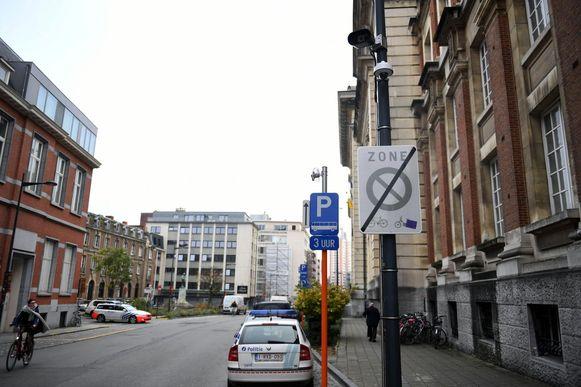 De ANPR-camera aan het Smoldersplein. In de binnenstad staan al camera's, voornamelijk om het autoluwe gedeelte te controleren.