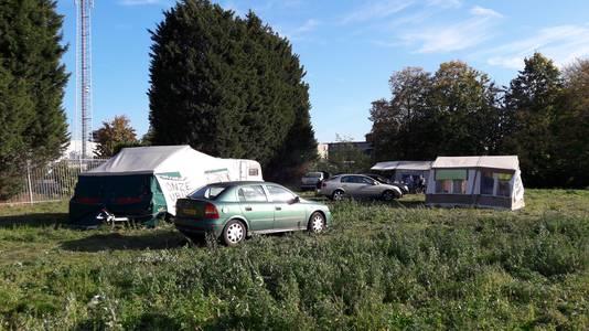 Het actiekamp aan de Grote Molenstraat in Elst staat op de plek waar eerder ook een woonwagenkamp was gevestigd.