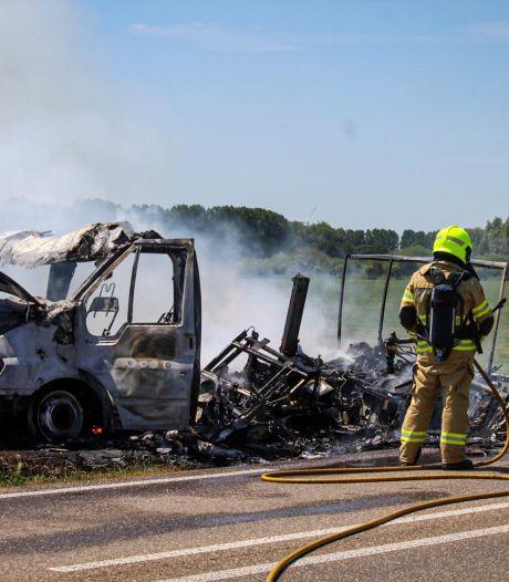 Camper brandt volledig uit in Giesbeek