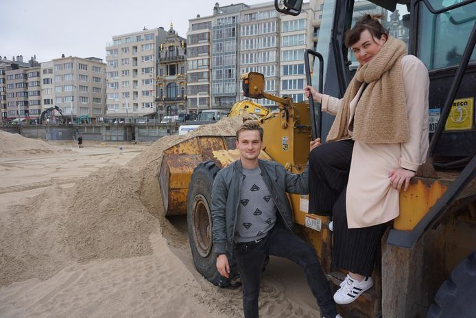Maarten Vancoillie en Dorothee Dauwe van Qmusic bij de start van de opbouw.