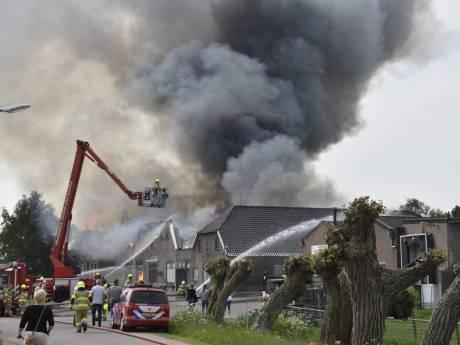 Grote, uitslaande brand bij slagerij Diepeveen in Herveld: woning en winkel verwoest