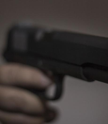 Bouwvakker biedt uitgestoken hand en voorkomt dat hij wordt neergeschoten: politie zoekt verdachte