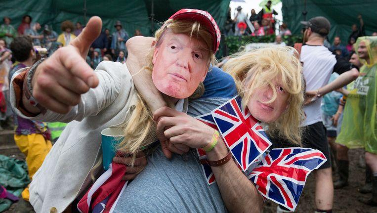 Mannen verkleed als Donald Trump en Boris Johnson op het Glastonbury Festival, 26 juni. Beeld Getty Images