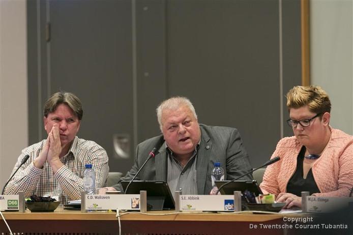 Deel van de Twenterandse oppositie, vanaf links Tonny van der Cozijne (D66), Chris Walraven (VVD) en Sandra Abbink (Gemeentebelangen Twenterand).