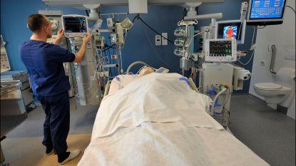 Man riskeert acht maanden cel voor slagen aan verpleger en agenten