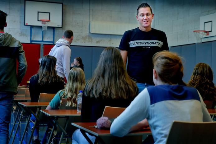 Danny Spits heeft nog nooit een leerling betrapt op spieken tijdens de examens.