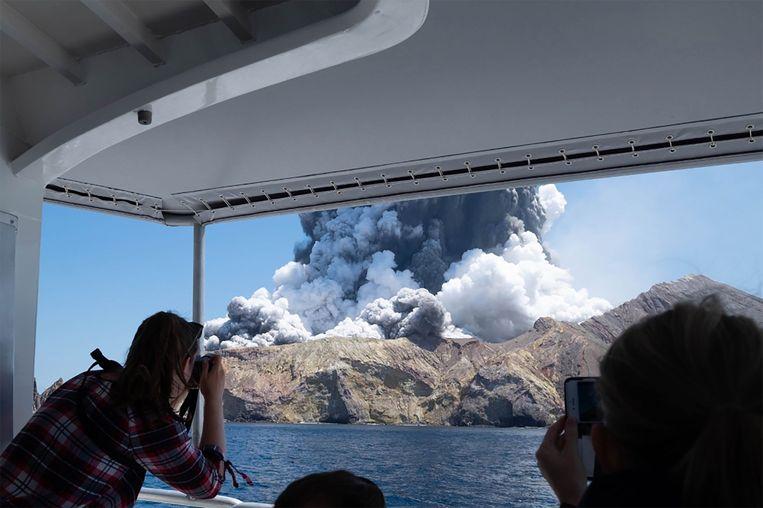 De vulkaanuitbarsting op het Nieuw-Zeelandse White Island. Beeld AFP