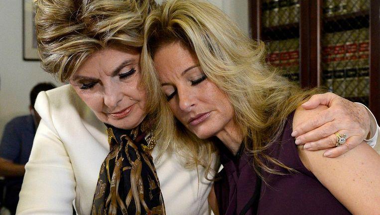 Summer Zervos (rechts) met haar advocaat Gloria Allred (links) tijdens een persconferentie. Beeld reuters
