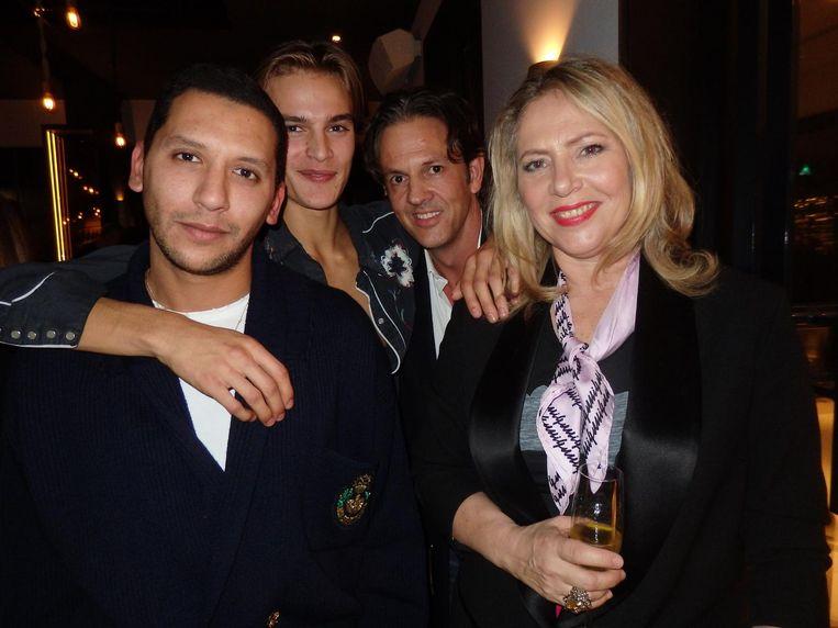 Mo Anwar (Vogue Man), student Parker van Noord, ontwerper Ronald van der Kemp (van de broek van Justin Bieber bij Appie in Noord) en modejournalist Fiona Hering Beeld Schuim