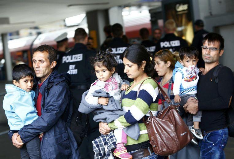 Vluchtelingen arriveren op het treinstation in München. Beeld reuters