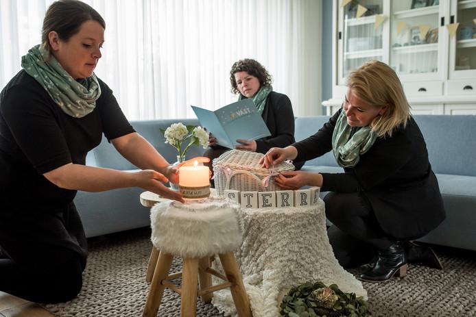 Lotte de Wind, Gerie van der Linden en Mireille Elshof zijn een uitvaartonderneming begonnen die zich speciaal richt op baby's.