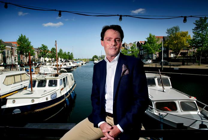 Paul Boogaard bij de haven in Oud-Beijerland.